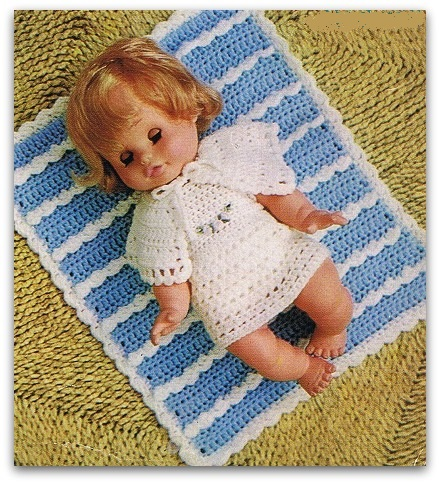 Clothes baby dolls to crochet